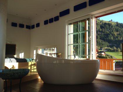 dolomit24 Appartement - Blick von der Badewanne