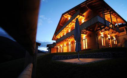 dolomit24 Appartement - schöne Außenbeleuchtung