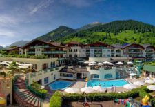 Leading Family Hotel & Resort Alpenrose****s: Luxus und Lätzchen