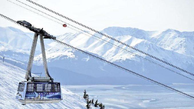 Skifahren mit Blick aufs Meer am Mount Alyeska