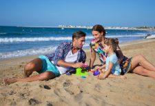 """""""Kids go free"""" diesen Sommer in Ras Al Khaimah: Neue Angebote schonen die Familien-Urlaubskasse"""