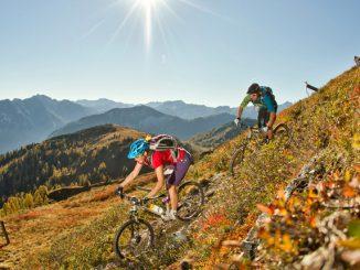 Mountainbiker auf Tour - Pärchen