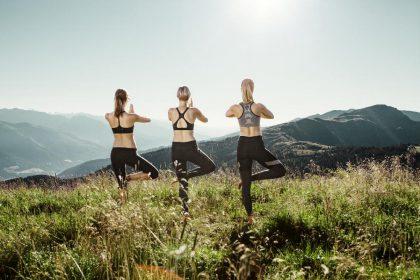 Beim Yoga entspannen auf 2.000 m