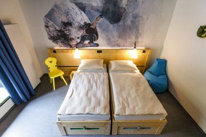 Blick auf ein Doppelbett