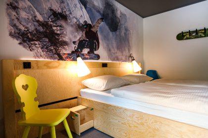 moun10 Jugendherberge - Musterzimmer mit Doppelbett