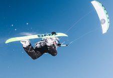 Snowkite-Elite beim Amarok Snowkite Worldcup Reschensee