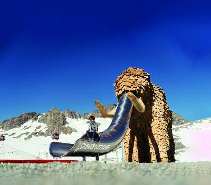 Das Mammut am Stubaier Gletscher ist eine Attraktion für Groß und Klein © Andre Schönherr
