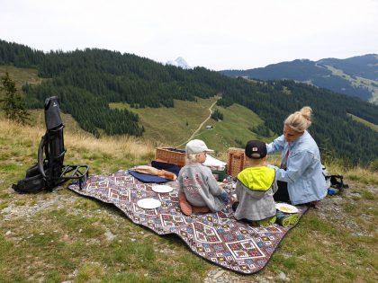 Reiteralm Saalbach Hinterglemm Picknickkorb © Roland Schopper