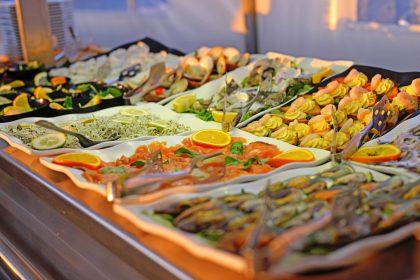 Köstliches Buffet im Beach Restaurant paradu tuscany ecoresort