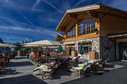 Das Tirolerhaus an der Bergstation lädt zur gemütlichen Einkehr ein © FroZen Lights