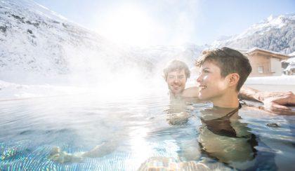 Entspannende Stunden im Outdoorpool © Hotel Klausnerhof