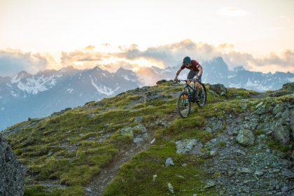 Flimjoch Trail eignet sich nicht nur für Könner, sondern auch für neugierige Beginner © TVB Paznaun/Ischgl