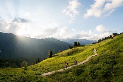 Der technisch anspruchsvolle, aber auch flowige Paznauner Taja Trail führt von der Idalp mit einer kurzen Schiebestrecke bis ins Fimbatal und zurück nach Ischgl © TVB Paznaun/Ischgl