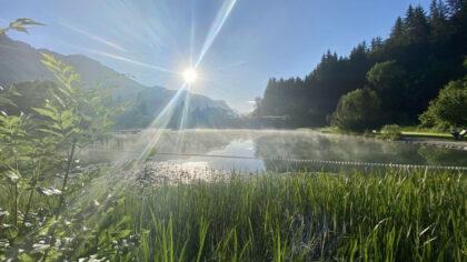 Badesee am Morgen Waidring