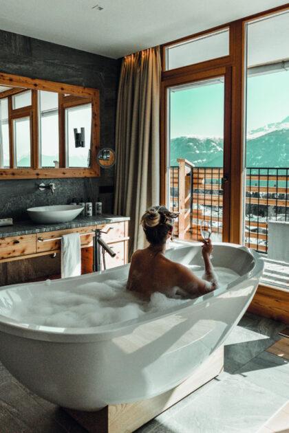 Traumhafter Ausblick von der Badewanne - NIDUM Hotel
